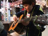 Bunte Strichlabyrinthe – Kinder werden zu Künstlern, Musikern und Schauspielern